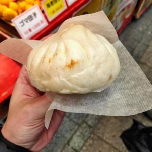 広州菜館で豚まんを買う愉快なおっさん