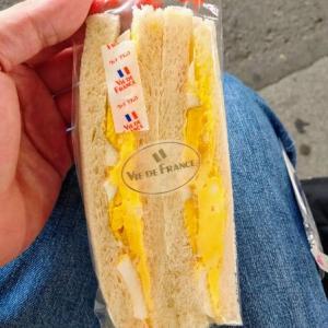 朝食はヴィドフランスでサンドイッチよ!と思う愉快なおっさん