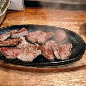 沖縄の文月でオリオンビールを飲みカットステーキを食う愉快なおっさん