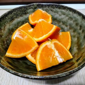 夕食後デザートにオレンジを食いながらインスタ映えないと思う愉快なおっさん