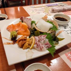 京橋のさかなやで旨い刺身を食う愉快なおっさん
