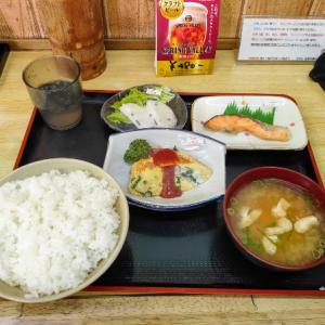 堺市の老舗の食堂で昼飯を食うきくらげ好きな愉快なおっさん