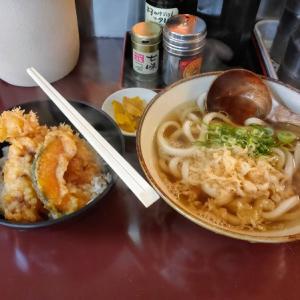 鶴橋の得正で天丼のランチを食う愉快なおっさん