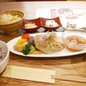 阪急三番街リバーカフェは梅芸より徒歩5分。健康志向の一汁六菜ランチがおすすめ