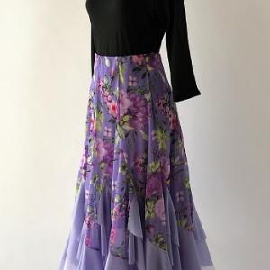 シルエットが綺麗なロングスカート