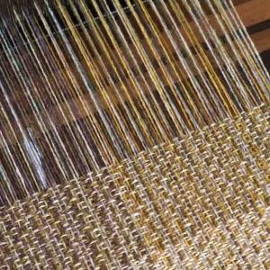 ラムウールの糸を使って