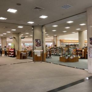 図書館で映画と読書