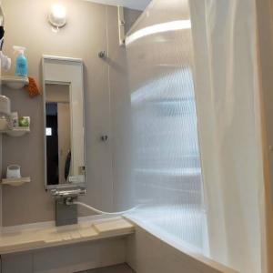 シャワーカーテンをポリカ中空ボードに変更
