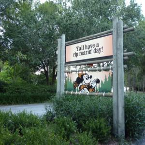 WDW Mickey' Backyard Barbecue ミッキーのバックヤード・バーベキュー
