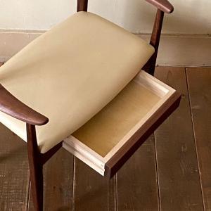 新しい椅子「イリス」