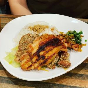 気軽・安い・美味しい!「榮式燒雞扒 (Wing's Catering)」で地元メシを堪能する。