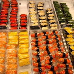 香港でよくあるテイクアウト寿司屋!その名も「Sushi Take-Out(爭鮮外帶壽司)」