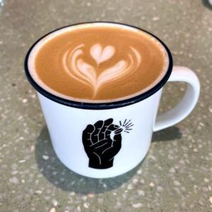 海沿いで散歩の後にコーヒーを。「Urban Coffee Roaster」で美味しいひととき。
