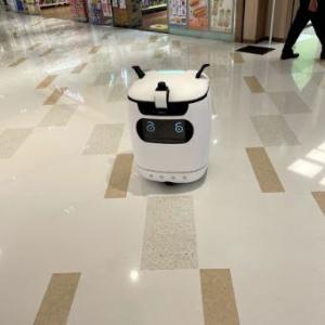 香港のモールで一生懸命働く『ロボット掃除機』が健気だった・・・