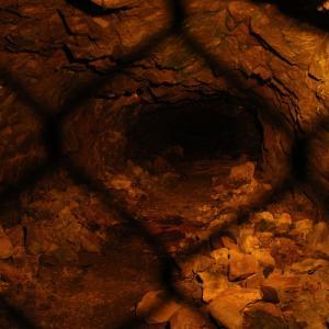 かつて、東京から長野県松代へ政府重要機関を移転させる極秘計画があった・・・松代大本営跡/象山地下壕