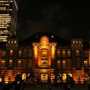 【夜の東京駅前を徘徊する】