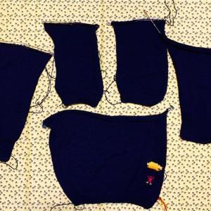 カーディガンのパーツが編み終わりました(^O^)とうとうメリヤス砂漠脱出です!