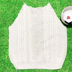 アランセーター身ごろ編み終わりっ∩^ω^∩キレイなオフホワイトがステキ♪