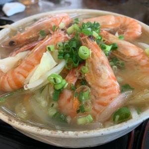 【竹富島】食事処 やらぼ ~ 竹富島産の車えびがたっぷり入ったえび入り野菜そばが美味しい!