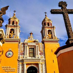 【世界最大のピラミッド】プエブラとチョルーラ観光で世界遺産を満喫!【天使の街・陶器の街】