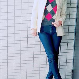 デニムパンツとショートコートできれいめ大人カジュアルなママコーデ☆