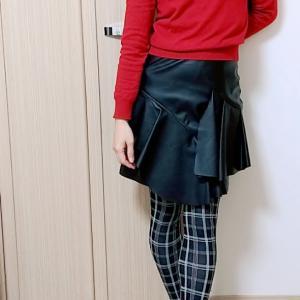 寒い日のお家おこもりコーデは赤ニットとエコレザーミニスカートで☆