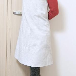 カールパークレーンのジャンパースカートで大人のフェミニンカジュアルコーデ