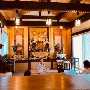リクエスト開催小さなお寺でのリトリートヨガ、最高の感謝と繋がりの中、心安らぐ時間でした。
