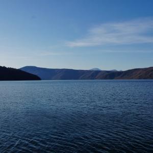 春の青い森十和田湖