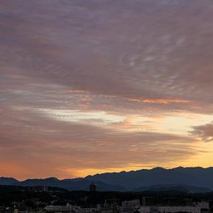 鱗雲と丹沢連山