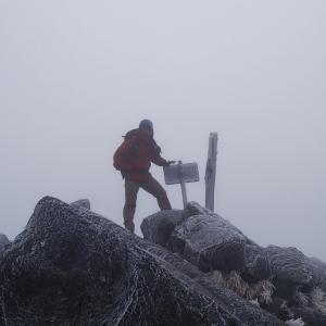 初冬の奥白根山 避難小屋へ