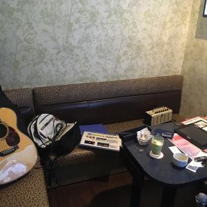 ギターの練習にカラオケBOXに行ってみた!