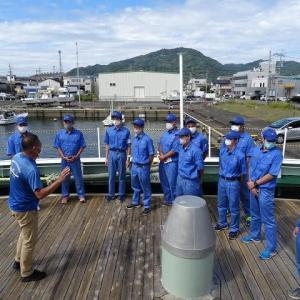 実習船「やいづ」の見学
