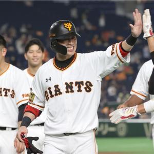 亀井が初球をセンターへはじき返し巨人サヨナラ勝ち!!