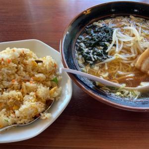 友部にある台湾料理 鑫隆の醤油ラーメンと炒飯のセット