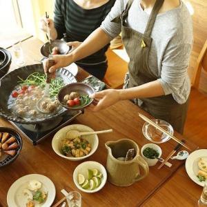ちょっと早いけど、鍋作っちゃいました!白菜と豚バラのみのシンプルだけどクセになる味ですよ。コスパいいのかも!?