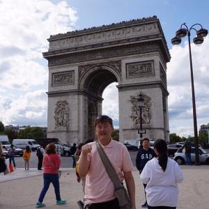 【パリ】シャンゼリゼ大通り、凱旋門2017年8月31日