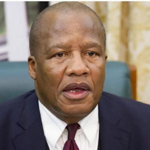 南アフリカ大統領府相、新型コロナで死去