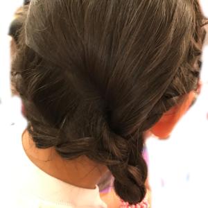 ゴムだけで出来る子供のヘアアレンジ〜ワンサイド三つ編み