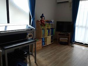 家具の配置換えで部屋の印象を変える。