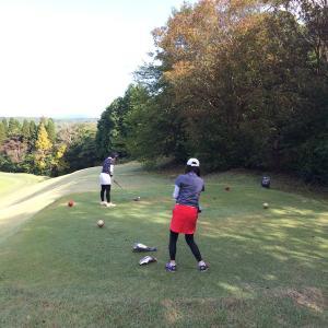熟女系お姉さまと のんびりゴルフ