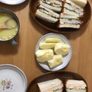 お総菜パンとサンドイッチランチ