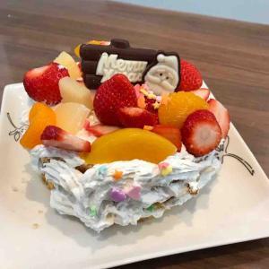 息子がデコレーションしたケーキ!ものすごいフルーツだらけになった