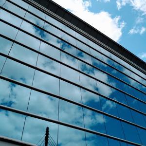 ガラスの向こうの雲