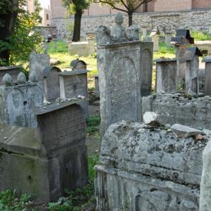 無宗教でも墓参りは行くべきなのか?
