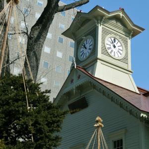 北海道開拓のシンボル/札幌時計台