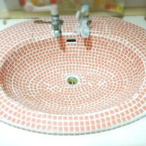 洗面シンクにタイル貼りました