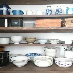 棚板プラスで使いやすい食器棚