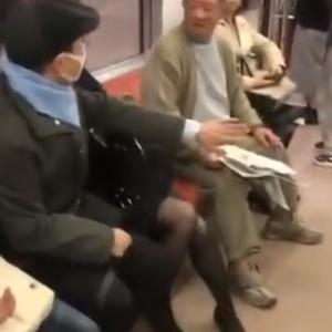 電車内にて女性を新聞紙で何度も叩く老害がこちら