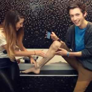 WAXING MY LEGS WITH ZOELLA